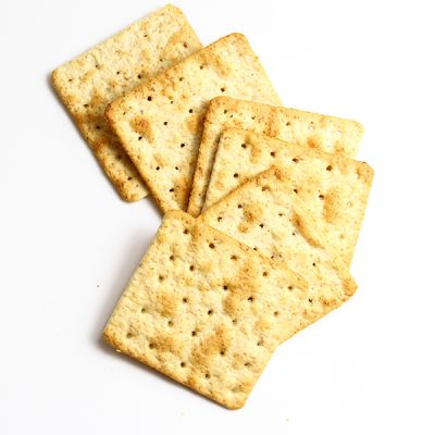 Crackers, crispbread, salted biscuits and breadsticks